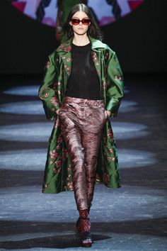 http://www.vogue.com/fashion-shows/fall-2016-ready-to-wear/monique-lhuillier/slideshow/collection