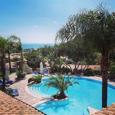 Una domenica di sole qui a #villasimius vista da una camera Deluxe. #cruccurisresort  #pool #spring #light #seaview #sardinia #deluxeroom #oceanview