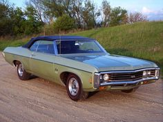 69 Impala SS Just like the one I had. Car Chevrolet, Classic Chevrolet, Chevrolet Impala, Chevy Chevelle, 1969 Chevy Impala, Old American Cars, American Pride, Convertible, Gm Car