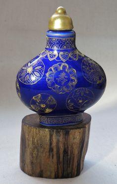 porcelain snuff bottle with golden paint