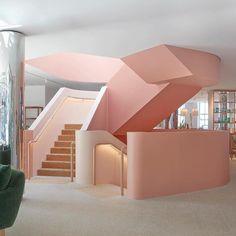 """25.7 ezer kedvelés, 124 hozzászólás – Design Milk (@designmilk) Instagram-hozzászólása: """"A #modernstaircase inspired by #LeCorbusier at the new @jardanfurniture flagship store in #Sydney…"""""""