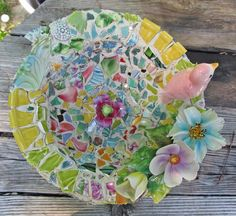 See the description of this Pique Assiette Mosaic Birdbath project in the composite image.