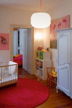 Vous avez en projet d'aménager une chambre de bébé ? Vous tombez à pic, les internautes de Visite Privée ne manquent pas d'inspiration pour bien placer le lit, pour optimiser le rangement ou encore pour mettre en place une jolie décoration ! Découvrez leurs plus jolies réalisations.