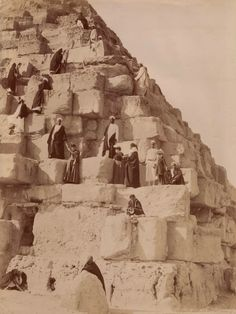 European tourists and local guides climb one of the pyramids at Giza. Photographed by the Zangaki brothers, c. to Image: Śląska Biblioteka Cyfrowa via Europeana Ancient Egyptian Art, Ancient History, Aliens, Rare Historical Photos, Old Egypt, Giza, Vintage Photographs, Art And Architecture, Old Photos