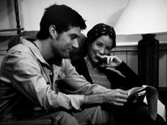 Matthew Fox (Jack) and Evangeline Lilly (Kate) on the set of LOST.
