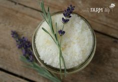 Have a bountiful crop of lavender from your garden, local farmer's market or a trip to a lavender farm, but not sure what to do with it? Here are 10 useful and pretty things that you can make with tha Lavender Crafts, Lavender Garden, Lavender Ideas, Honey Face Mask, Home Spa Treatments, Lavender Honey, Apricot Oil, At Home Face Mask, Natural Remedies