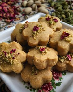 Let's celebrate Persian New Year with these beautiful chickpea cookies! Persian Desserts, Indian Desserts, Vegan Desserts, Persian Recipes, Plated Desserts, Sweets Recipes, Cookie Recipes, Chickpea Cookies, Arabic Food