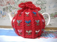 Tea Cosy from vintage pattern Crochet Crafts, Crochet Projects, Teapot Cover, Knitted Tea Cosies, Crochet Kitchen, Tea Cozy, Vintage Tea, Tea Party, Tricot
