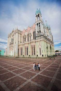 Visitar el Templo Expiatorio y sorprenderte con los vitrales más bellos del Bajío. León, Guanajuato. http://soy.ph/GuanajuatoViajes