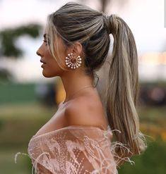 "394 curtidas, 4 comentários - Inspiracoes para noivas. (@blessed.wedding) no Instagram: ""Quem aí também ama rabo de cavalo? Simples e elegante 👸👑 via @relicariocasar"" Loose Hairstyles, Hairstyles Haircuts, Wedding Hairstyles, Medium Hair Styles, Curly Hair Styles, Classic Wedding Hair, 50 Hair, How To Make Hair, Balayage Hair"