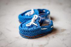 uncinetto schema gratis tutorial bambini amigurumi Dou Dou, Amigurumi Tutorial, Crochet Dolls, Giraffe, Verde Smeraldo, Baby Shoes, Lily, Barbie, Crafts