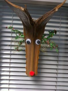 Palm frond reindeer Tree Branch Crafts, Palm Tree Crafts, Palm Tree Art, Palm Trees, Plastic Canvas Christmas, Christmas Wood, Christmas Crafts, Palm Frond Art, Palm Fronds