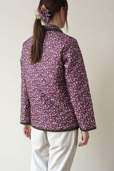 どんなボトムスにも合わせやすい、ショート丈のキルティングコートです。/キルティング地で作るコート&バッグ(「はんど&はあと」2012年11月号)
