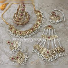 Fulfill a Wedding Tradition with Estate Bridal Jewelry Indian Jewelry Sets, Bridal Jewelry Sets, Bridal Accessories, Bridal Jewellery, Gold Jewellery, Rajput Jewellery, India Jewelry, Jewelry Box, Silver Jewelry