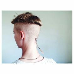 rattail bowlcut girl undercut shaved sides Girl Undercut, Undercut Hairstyles, Boy Hairstyles, Hairdos, Edgy Short Hair, Short Hair Cuts, Short Hair Styles, Tail Hairstyle, Mullet Hairstyle
