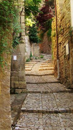 Vaison-la-Romaine ~ Vaucluse, Provence, France