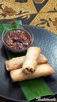 Lumpia Semarang is a crispy, Chinese-inspired snack filled with savory goodness. Lumpia, Savarin, Indonesian Cuisine, Tasty, Yummy Food, Semarang, Spring Rolls, Appetizer Recipes, Appetizer Ideas