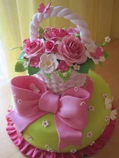 Cake Basket ~ hmmm I'm starting to see a garden party theme for Elle in the future. Good thing she was born in Spring ; Gorgeous Cakes, Pretty Cakes, Cute Cakes, Amazing Cakes, Cake Wrecks, Fondant Cakes, Cupcake Cakes, Cake Basket, Flower Basket Cake