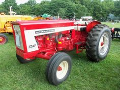 International 606 utility tractor