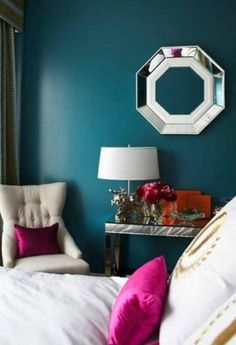 wohnzimmer grau weiße wände dekokissen farbiger teppich   Farben ...