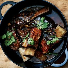 If you have any trouble getting short ribs with long bones, go ahead and use smaller pieces.