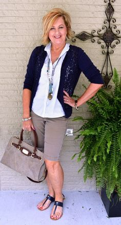 Summer fashion over 40 with a simple, statement making outfit. Over 50 Womens Fashion, 50 Fashion, Fashion Over 40, Women's Fashion Dresses, Look Fashion, Fashion Trends, Fashion Ideas, Ladies Fashion, Fashion Jewelry