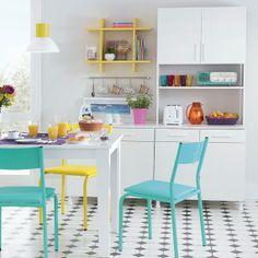 cozinha colorida (gostei do armário branco)