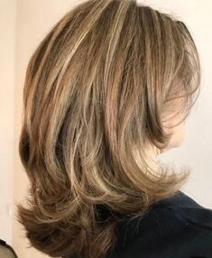 New hair styles short shag mom Ideas Shoulder Length Hair, Shoulder Length Layered Hairstyles, Medium Layered Hairstyles, Short To Medium Haircuts, Super Hair, Great Hair, Hair Highlights, Hair Dos, Hair Lengths