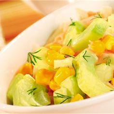 Sałatka z ogórków i kukurydzy  to pyszny i prosty przepis na lekki posiłek. Zrobisz ją dosłownie w kilka minut! Koniecznie sprawdź nasz przepis na  sałatkę z ogórków i kukurydzy ! Cantaloupe, Fruit, Recipes, Food, Essen, Meals, Ripped Recipes, Yemek, Eten
