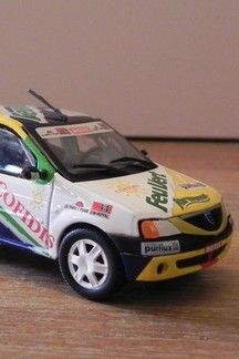 La Dacia Logan J-Cup de Feu Vert, au 1/43e Dacia Logan, Miniatures, Green Lights, Minis