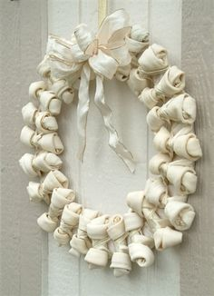 The Large Rawhide, Christmas Wreath, Winter White
