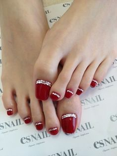 nails--This is so different and so pretty.  I would do my fingernails the same way.  Toooo coooool.  ♥♥♥