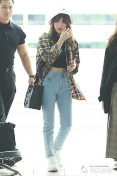 Wendy red velvet - Imgram Pin to Pin Airport Fashion Kpop, Kpop Fashion Outfits, Fashion Idol, Ulzzang Fashion, Korean Outfits, Asian Fashion, Girl Fashion, Girl Outfits, Korean Airport Fashion Women