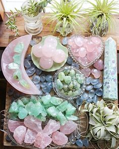 Crystal Guide, Crystal Magic, Crystal Healing Stones, Stones And Crystals, Crystal Shop, Crystal Room Decor, Crystal Aesthetic, Minerals And Gemstones, Rocks And Gems