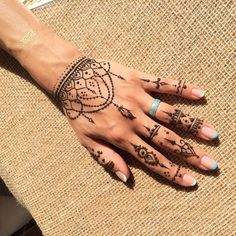 Henna Tattoo Have a look at the latest tattoo design ideas handtattoo HandTa Henna Tattoo Ha Henna Tattoo Hand, Henna Tattoo Designs, Tribal Henna Designs, Henna Arm, Finger Henna Designs, Et Tattoo, Henna Designs Easy, Henna Mehndi, Mehendi