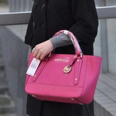 Love this MK's handbag, perfect with any outfit and always .Sale at the lowest price ? MUST HAVE!!!!!!!!!