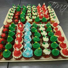 Christmas muffins./ Karácsonyi muffinok. Cupcakes, Desserts, Food, Tailgate Desserts, Cupcake Cakes, Deserts, Essen, Postres, Meals
