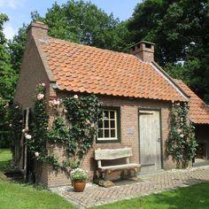Shed Design, Tiny House Design, Brick Shed, Cute Cottage, Backyard Sheds, Holiday Places, Garden Studio, Garden Office, Cottages