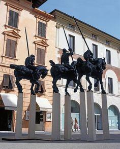 Piazza del Duomo, Iglesia y Claustro de San Agustín | Junio a Agosto 2008 | Pietrasanta, Italia.  #JavierMarínescultor