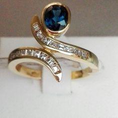 Anello oro giallo 18 kt. , splendido zaffiro e diamanti!!! Gemstone Rings, Gemstones, Jewelry, Fashion, Bead, Moda, Jewlery, Gems, Jewerly