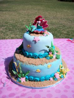 This would have been a GREAT cake for my sister growing up!!  Actually, it still would! Haha!