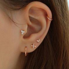 Pretty Ear Piercings, Ear Peircings, Piercings For Girls, Ear Jewelry, Cute Jewelry, Jewellery, Helix Piercing Stud, Gold Accessories, Earring Set