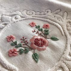 Embroidery Neck Designs, Ribbon Embroidery, Embroidery Art, Bargello, Bathing Suits, Needlework, Diy And Crafts, Cross Stitch, Couture