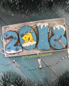 А у нас ещё такой вариант наборчика с символом наступающего года :) коробка 21:10-600₽ Все новогодние наборы здесь#pryanostisladosti2018 . . . . #пряникиручнойработы#пряни #пряникиназаказ#нгподарки #имбирныепряники#печенье #имбирноепеченье#подарок #сладкийсувенир#hendmade #подароксдушой#собачка #годсобаки#позитив#cookies #сладкийподарокнановыйгод #подарокнанг#коптево #войковская#праздник#нг #праздниккнамприходит