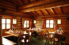 Valisera Hüsli - wer das Traditionelle liebt, ist im Valisera Hüsli genau richtig. In unserem urig – gemütlichen Bergrestaurant finden Sie eine vielseitige Auswahl an bekannten und traditionellen Gerichten aus Österreich und Vorarlberg. #silvrettamontafon #skiing #delicious #traditional #kulinarik Table Settings, Mountains, Table Top Decorations, Place Settings, Dinner Table Settings, Desk Layout