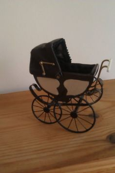 Roberson Miniatures Victorian carriage with brown and cream body & brown hood. | eBay