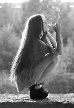 Fashion Girl Photography Portrait Poses 62 New Ideas Smoking Ladies, Girl Smoking, Smoking Room, Chica Cool, Super Long Hair, Favim, Girl Photography, Inspiring Photography, What Is Like