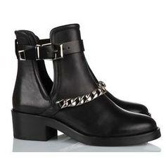 Chaussures Sandro.