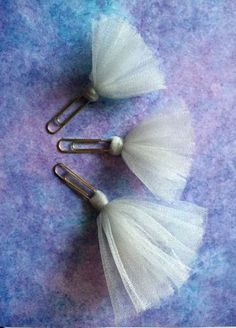 Items similar to Tutu tulle Paper Clip Bookmarks / silver / Metallic / Planner clips / Planner Accessories Supplies / Gift Set / Set of 3 / Metallics on Etsy Paper Clips Diy, Paper Clip Art, Diy Paper, Paper Crafts, Paperclip Crafts, Paperclip Bookmarks, Trombone, Birthday Frames, Diy School Supplies