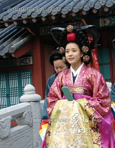 Korean drama [Dong Yi] = 숙빈최씨 [Lady Choe Sukbin] - 한효주 (Han Hyo-joo) Korean Hanbok, Korean Dress, Korean Traditional, Traditional Dresses, Korean Actresses, Korean Actors, Lee So Yeon, Yi King, Korean Accessories